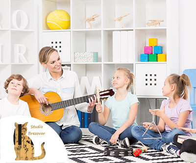 Glasbena šola Studio Brezovar: petje ali klavir