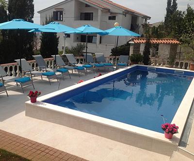 Apartmaji Villa Vera, Novi Vinodolski: vila z bazenom
