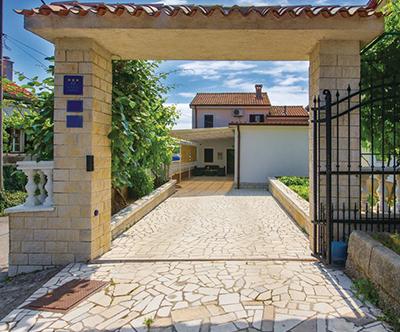 Hiša Aljukic 3*, Cavle