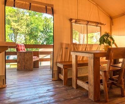 Oddih v Glamping Sunflower šotoru za do 5 oseb v Maredi