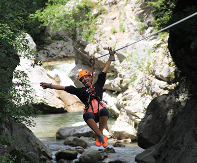 Adrenalinski ZipLine spust po 4 km jeklenih vrvi
