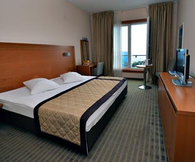 Luksuzni oddih s polpenzionom v La Luna Hotelu 4*